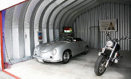 ガルバリウム鋼板とバイクの相性も上々です
